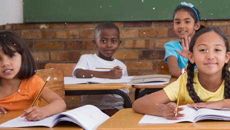4 crianças em suas carteiras - educação 360