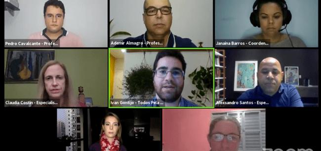 mosaico com 8 pessoas durante transmissão online