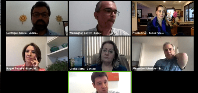 mosaico de 7 pessoas durante transmissão online - gestores e ex-secretário