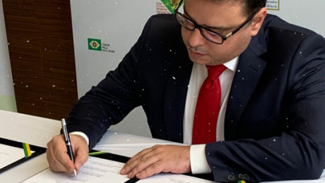 João Marcelo Borges assina pacto nacional