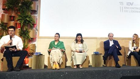 painel com 4 convidados no segundo encontro de líderes
