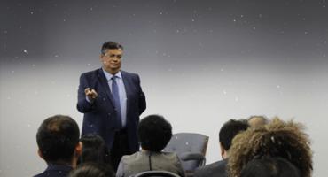 Governador do Maranhão fala à platéia