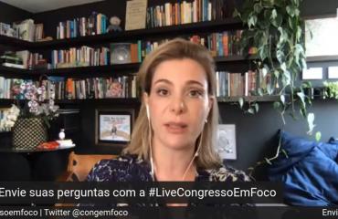Priscila Cruz durante uma transmissão online