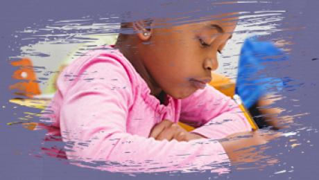 banner com criança negra que escreve a lápis