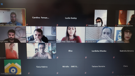 grupo de pessoas em vídeo chamada falando sobre políticas educacionais