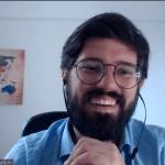 Print de videoconferência onde Lucas Hoogerbrugge aparece sorrindo