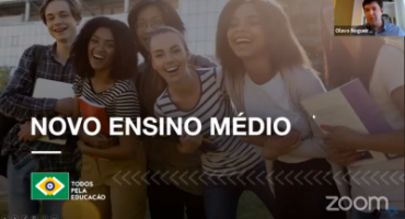 Print de videoconferência apresentação com foto de jovens sorrindo: Novo Ensino Médio. Logo Todos Pela Educação. No canto superior direito, Olavo Nogueira Filho fala à câmera.