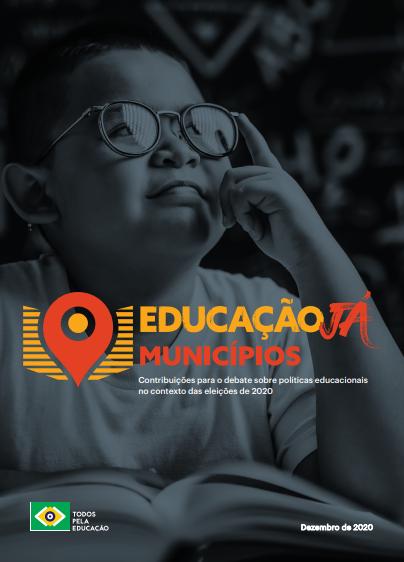 banner educação já municípios com menino que apoia seu inidcador no óculos enquanto olha pra cima