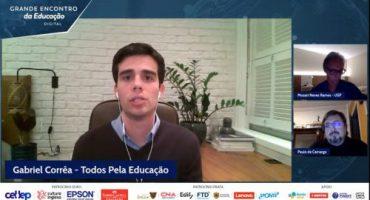 Tela de videoconferência, em destaque Gabriel Corrêa, Todos Pela Educação. Nas telas menores à direita, dois homens. Abaixo, logos de diversas organizações.